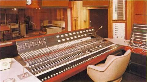 Studio London 84